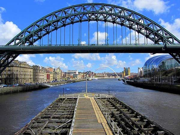 River Tyne with the Tyne Bridge, Millennium Bridge (background) and the Sage concert hall (right). Source: Wikipedia
