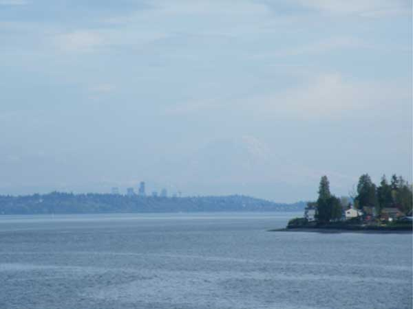 The view of the Seattle skyline from the ferry crossing Puget Sound on the return journey from the Olympic National Park. Just visible in the far distance is Mount Rainier, an active volcano. Photo: Alexander Portch.